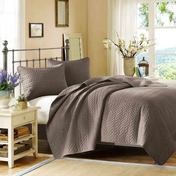 Picture of VELVET TAUPE QUEEN COVERLET SET